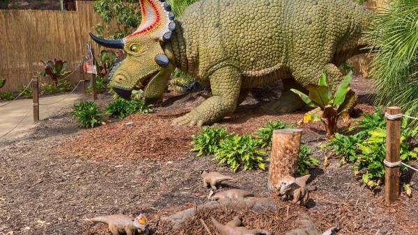 L.A. Zoo's Prehistoric Addition: 17 Animatronic Dinosaurs