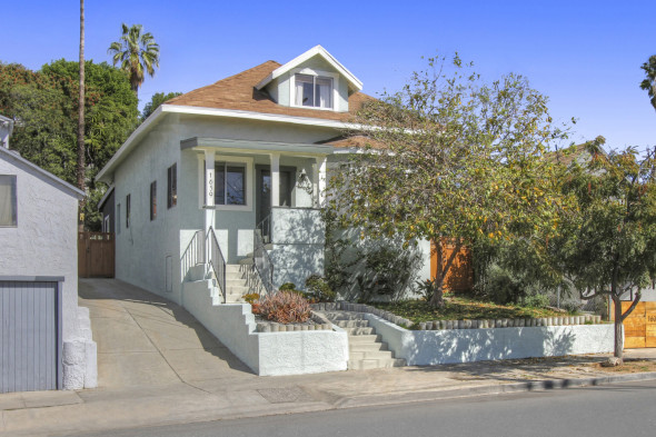 1639 Scott Avenue, a 4br, 2ba bungalow in Echo Park recently sold for $936,569. Tracy Do of Compass was the listing agent, and Mica Campbell of Keller Williams Los Feliz represented the buyer.