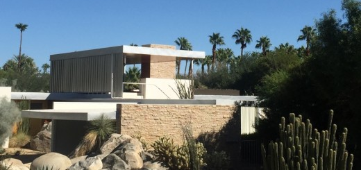 The Richard Neutra-designed Kaufmann Desert House in Palm Springs is viewed via Modernism Week architectural bus tours. Photo: Kathy A. McDonald