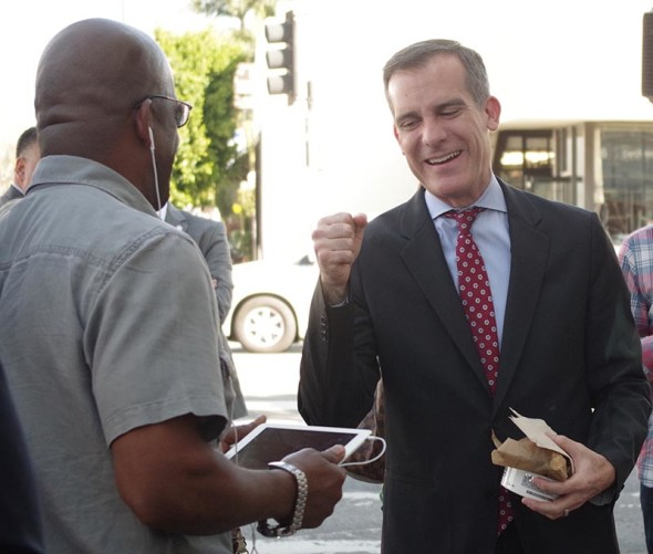 Los Angeles Mayor Eric Garcetti stopped at Noah's Bagels on Larchmont Boulevard this morning to chat with constituents and thank them for re-electing him yesterday. Photo: Juliet Bennett-Rylah